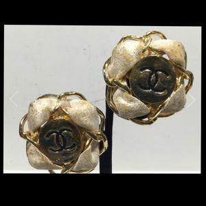 Chanel pearl clip on earrings vintage